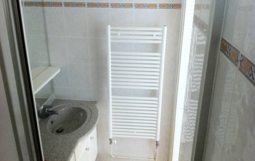 Location de vacances - Appartement à Carqueiranne - salle de douche