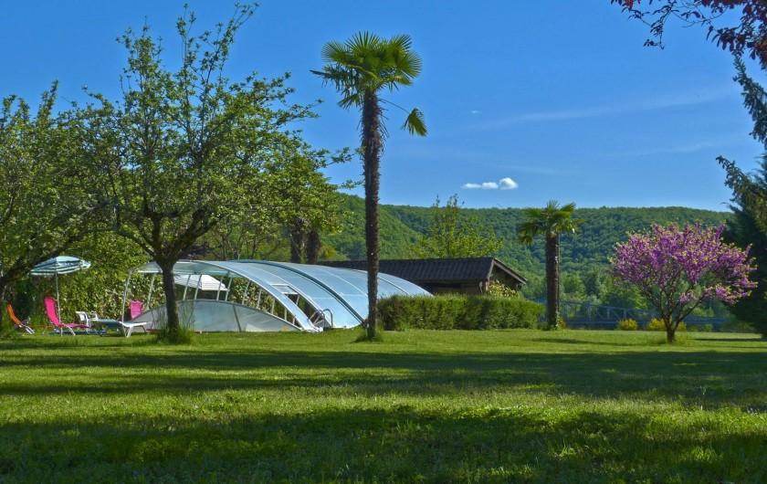 Location de vacances - Maison - Villa à Lacave - Piscine au printemps 2014