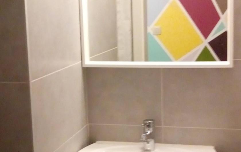 Location de vacances - Gîte à Stavelot - douche, lavabo