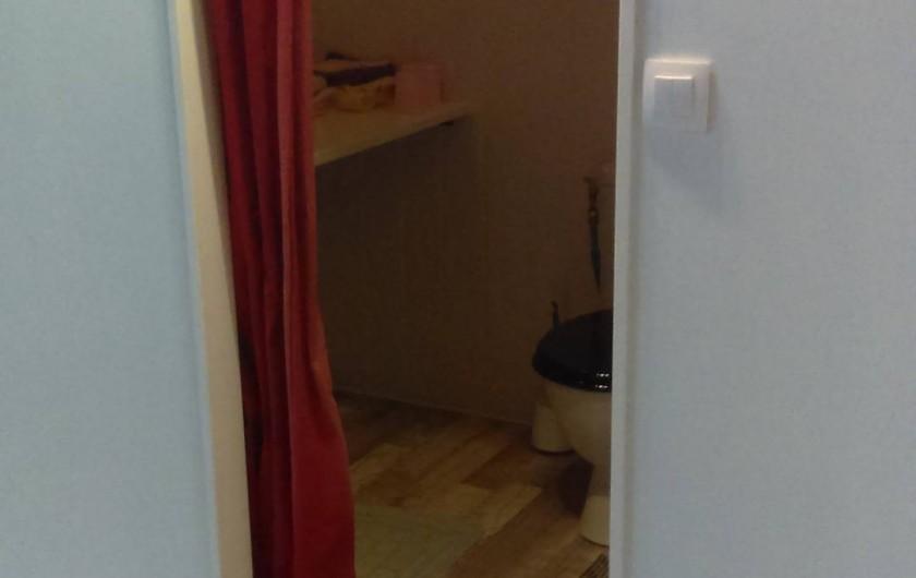 Location de vacances - Chambre d'hôtes à Puybrun - salle d'eau avec wc