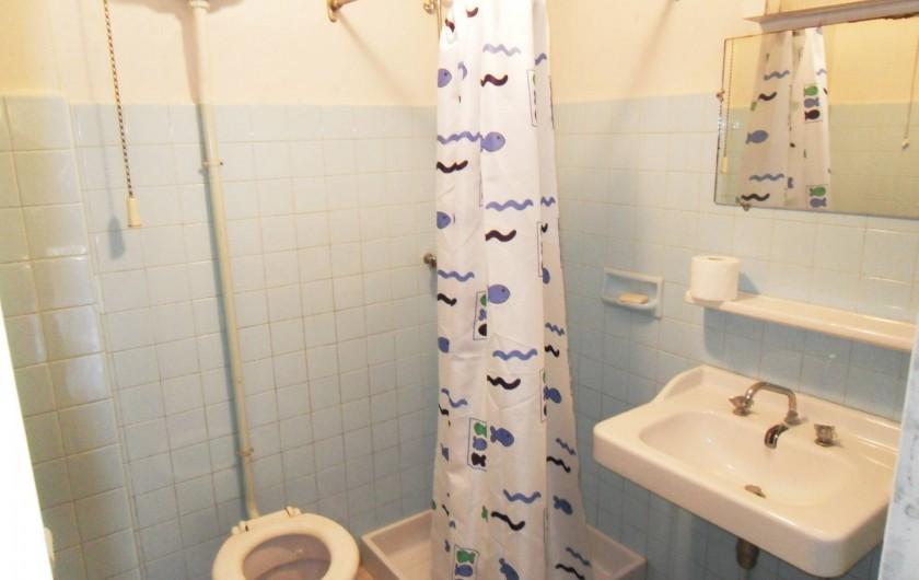 Location de vacances - Chalet à Saint-Bonnet-en-Champsaur - Salle de bains rez de jardin