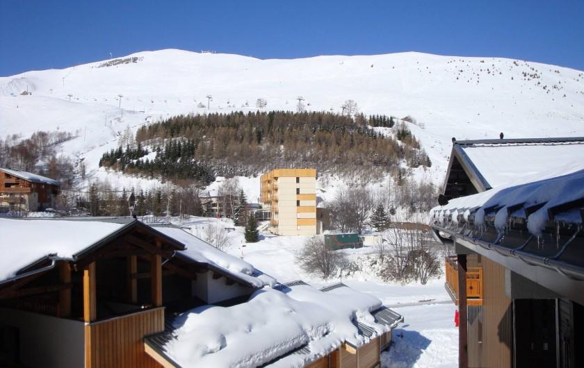 Location de vacances - Appartement à Les Deux Alpes - Au sud : vue sur l'Alpe de Mont de Lans