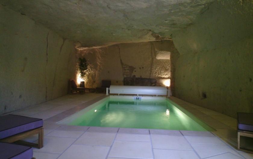 Location de vacances - Gîte à Bourré - Piscine troglo, chauffée toute l'année à 27° et 22° dans le troglo !