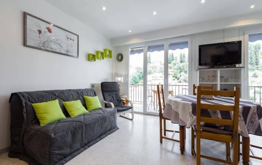 Location de vacances - Appartement à Menton - Pièce principale avec canapé lit type BZ matelas confort bulletex 140 X 200