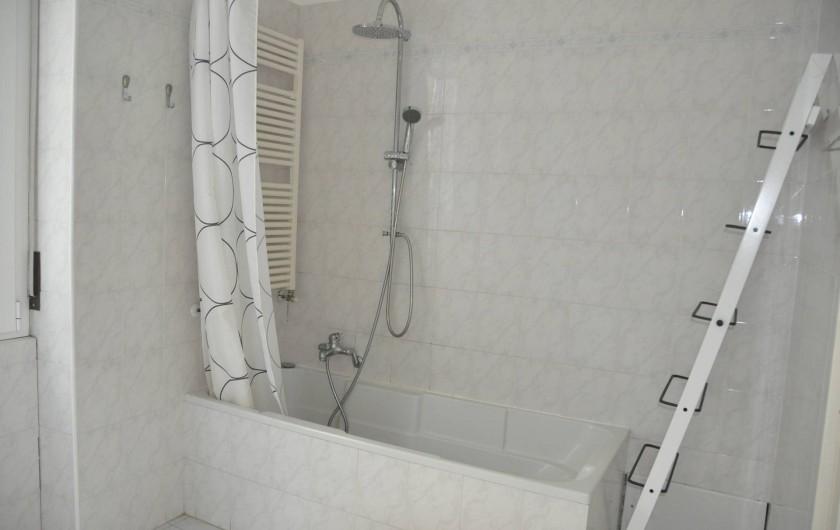 Location de vacances - Appartement à Ospedaletti - grande salle de bains