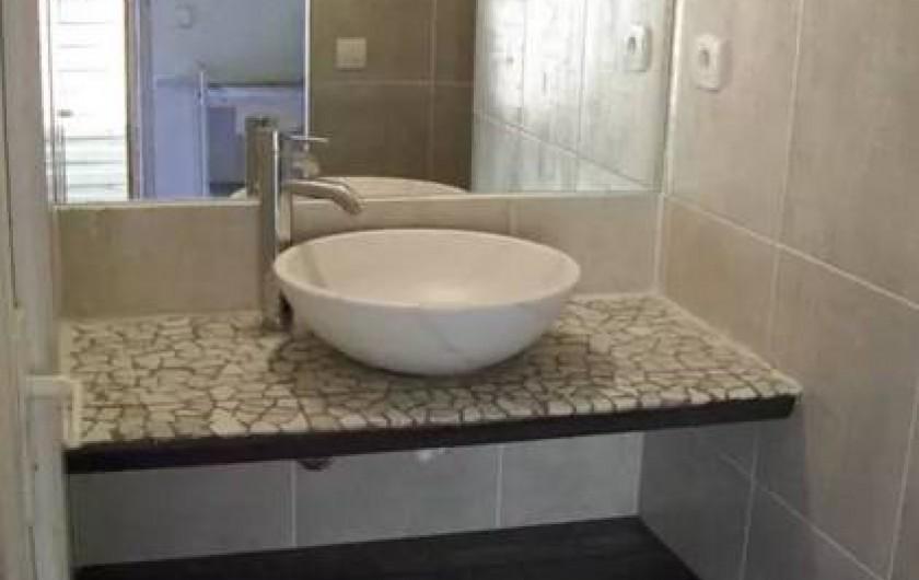 Location de vacances - Maison - Villa à Agde - salle de bain du bas avec douche