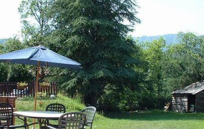 Location de vacances - Gîte à Jaujac - vue jardin