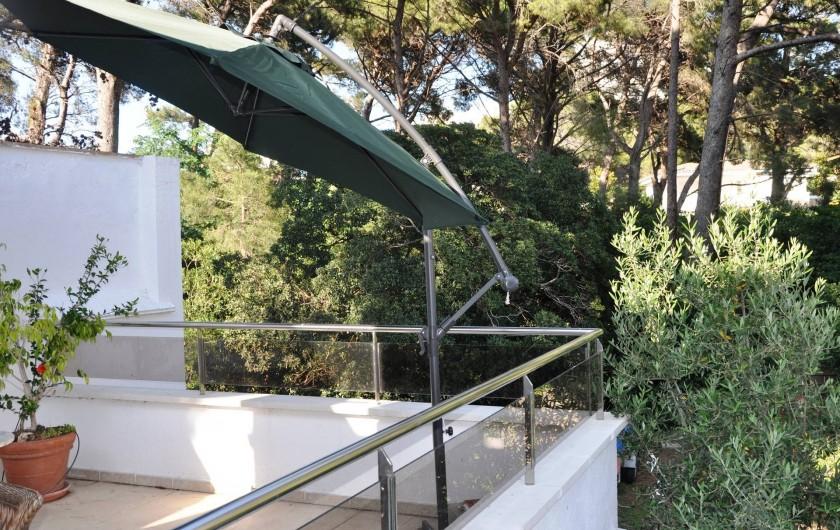 Location de vacances - Maison - Villa à Llançà - Terrasse avec vue sur espace arboré