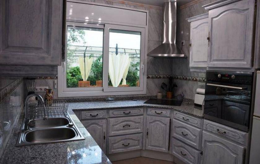 Location de vacances - Maison - Villa à Llançà - cuisine vue sur cour