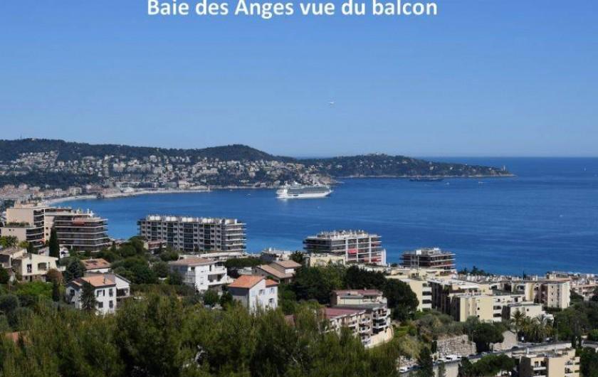 Location de vacances - Appartement à Nice - La Baie des Anges vue du balcon du salon