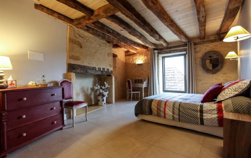 Location de vacances - Chambre d'hôtes à Carsac-Aillac - Chambre Lilas, bureau et plateau de courtoisie.