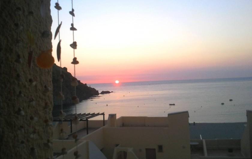 Location de vacances - Appartement à Cerbère - soleil levant de la terrasse