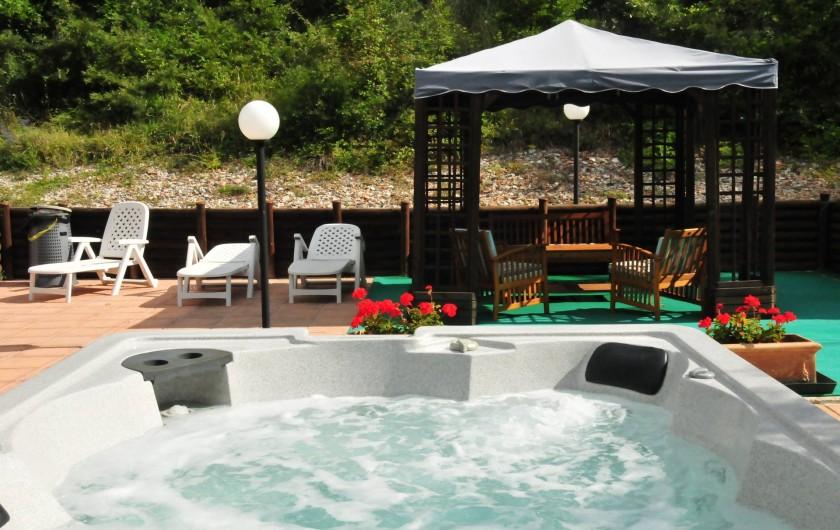Location de vacances - Appartement à Gubbio - Jacuzzi , zone solarium