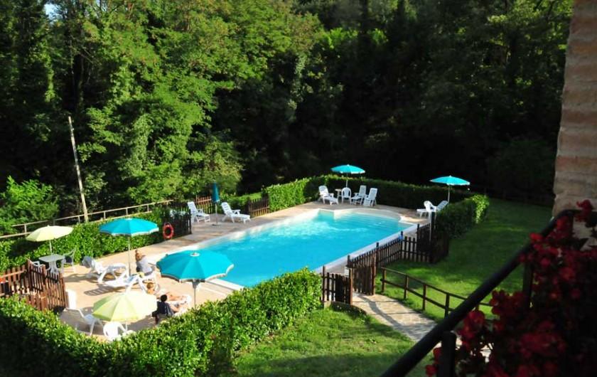 Location de vacances - Appartement à Gubbio - Vue de la piscine
