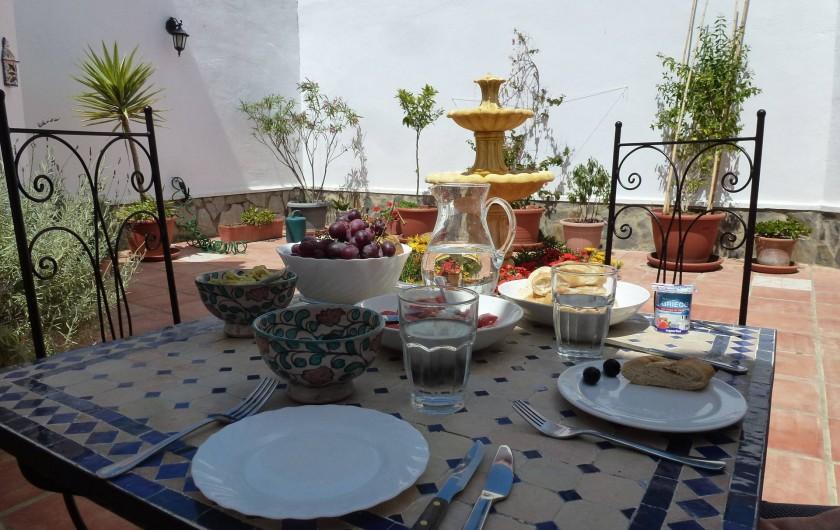 Location de vacances - Maison - Villa à San Andrés Golf - le patio a l'heure du dejeuner,  stil Andalousie