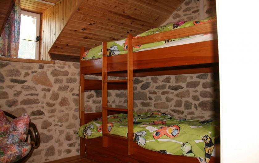 Location de vacances - Gîte à Lacam-d'Ourcet - Chambre, étage supérieur