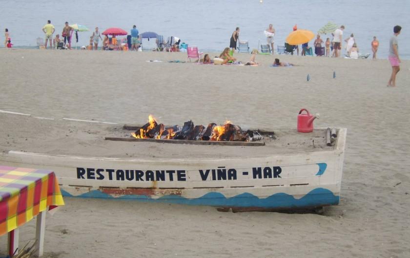 Location de vacances - Appartement à Marina de Casares - Le village le plus proche est Sabinillas, en bordure de plages (restaurant, ...)