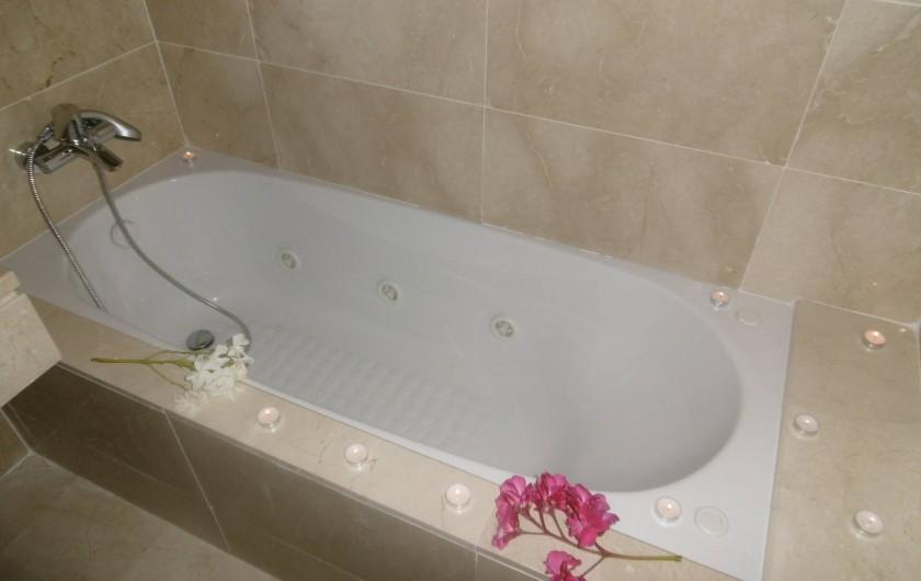 Location de vacances - Appartement à Marina de Casares - L'appartement dispose de deux salles de bains. (baignoire et douche)