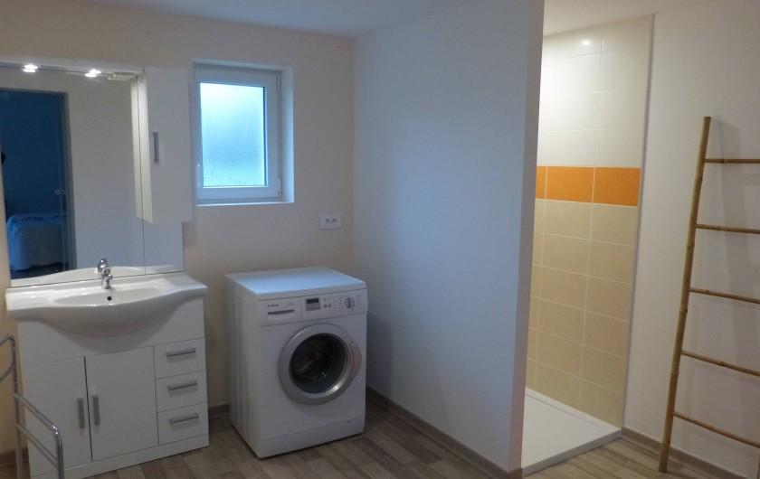 Location de vacances - Villa à Lavilledieu - Salle de bain rez de chaussée