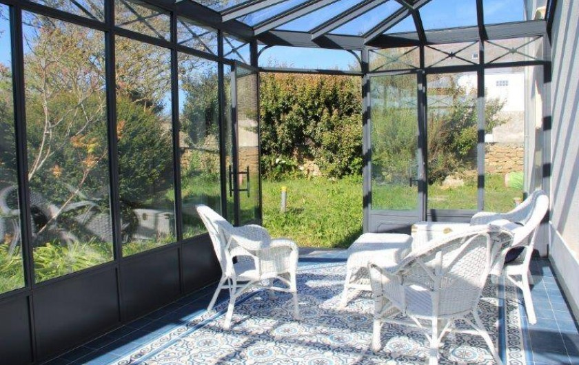 Location de vacances - Villa à Primelin - Véranda de style victorien signée Turpin-Longueville. Carreaux de ciments.