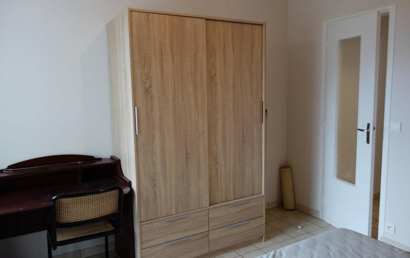 Location de vacances - Appartement à Cancale - chambre avec armoire et bureau