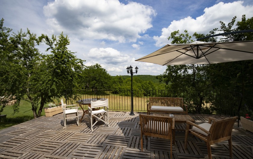 Location de vacances - Chambre d'hôtes à Simeyrols - Terrasse jacuzzi