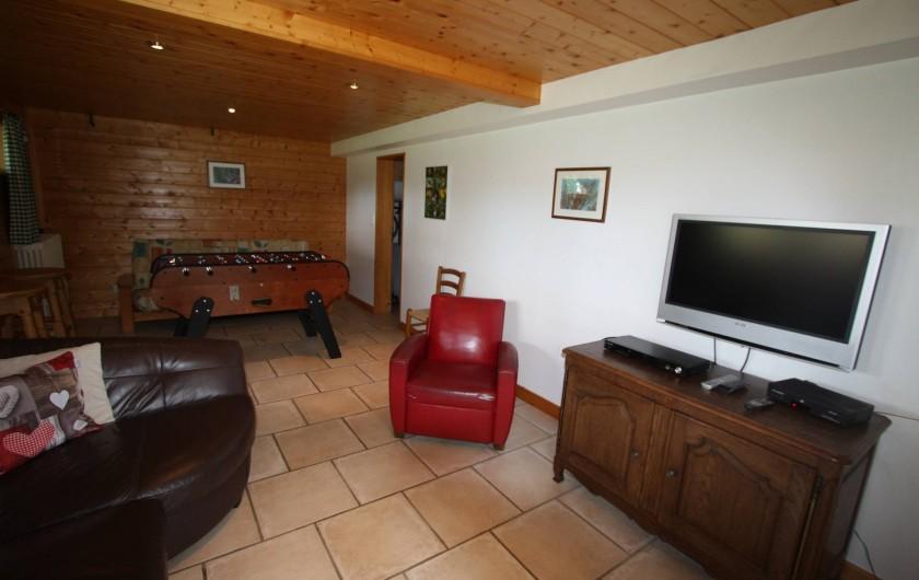Location de vacances - Chalet à Xonrupt-Longemer - Rez- de jardin avec TV, baby-foot et clic-clac