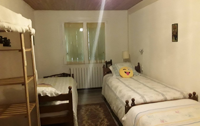 Location de vacances - Gîte à Salvagnac - chambre à 3 lits simples