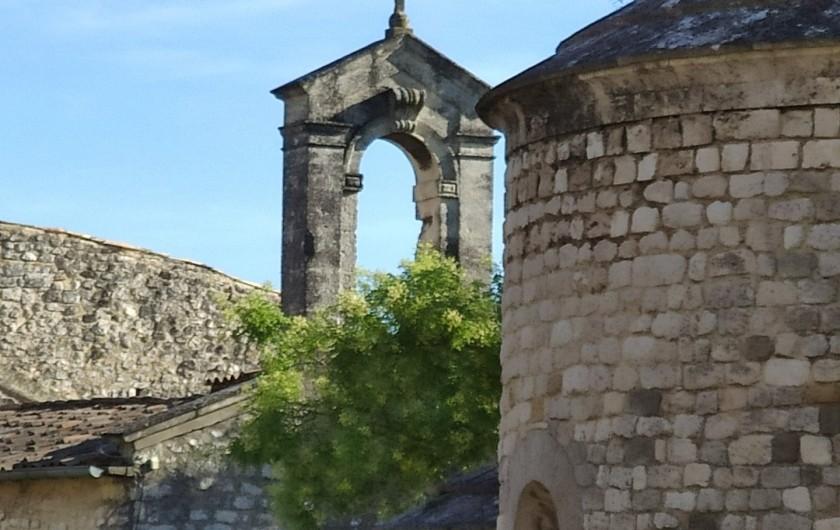 """Location de vacances - Gîte à Grillon - """"La Garde dès Adhémar """" Village perché élu plus beaux villages de France"""
