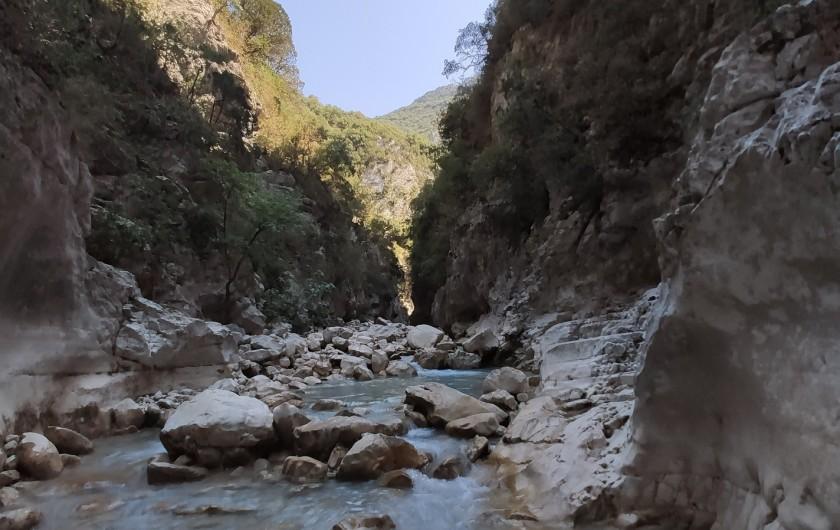 Location de vacances - Gîte à Grillon - Les gorges du Toulourenc Randonnée les pieds dans l'eau