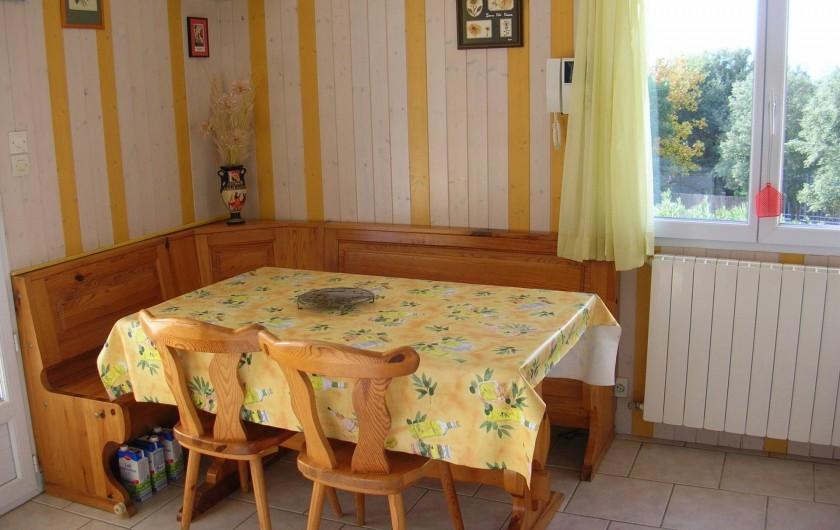Location de vacances - Villa à Vers-Pont-du-Gard - Coin repas en cuisine