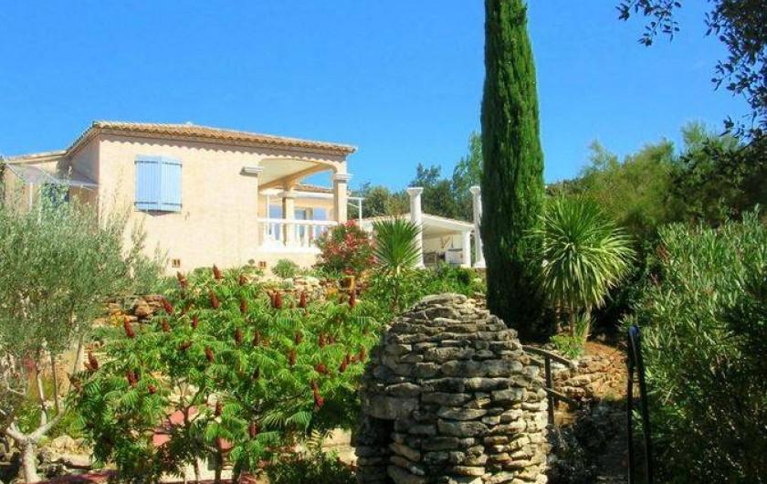 Location de vacances - Villa à Vers-Pont-du-Gard - Au calme mais pas isolée à 800 m du centre village, entièrement clôturé.