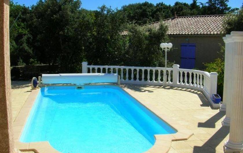 Location de vacances - Villa à Vers-Pont-du-Gard - Piscine 4 m x 9 m, profondeur 0,80 à 1,60 sécurisée par rideau électrique