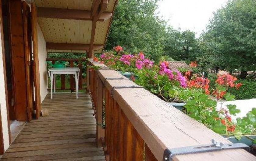 Location de vacances - Chalet à Saint-Gérons - Balcon accessible par les deux chambres à l'étage