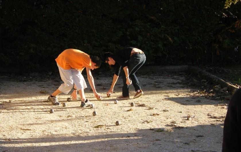 Location de vacances - Gîte à Gargas - Pétanque ... sur le terrain de badminton