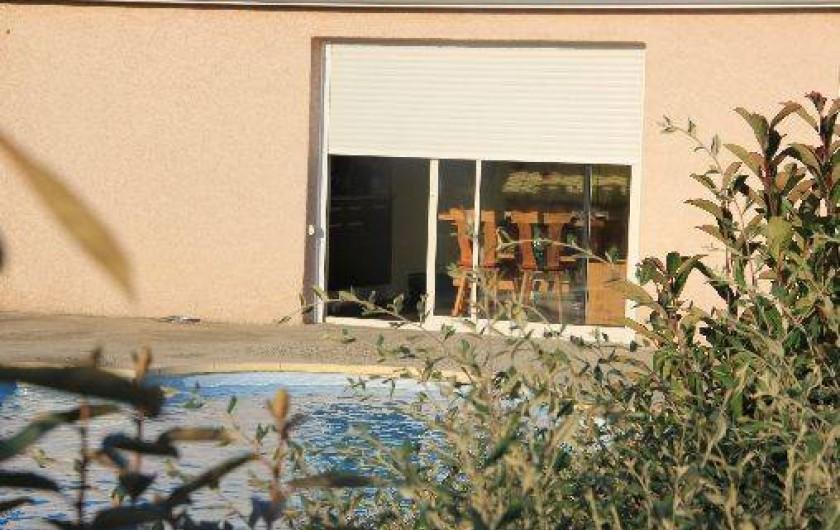 Location de vacances - Gîte à Trausse - cuisine face à la piscine