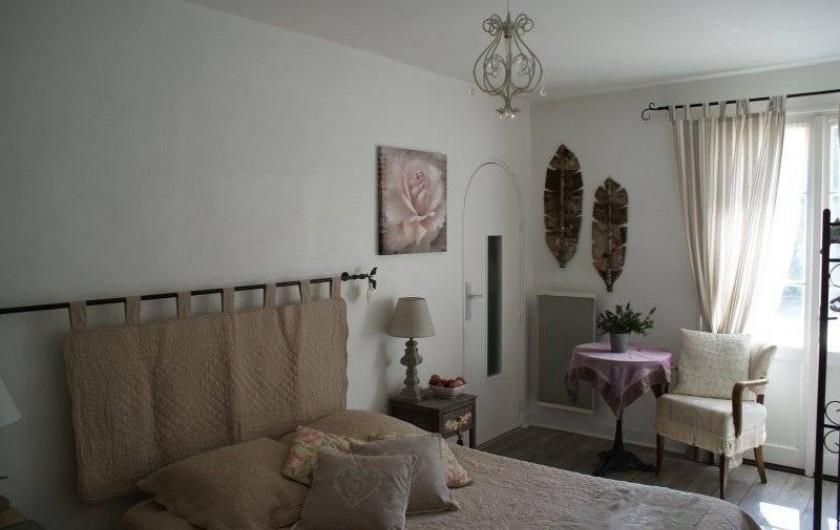 Location de vacances - Chambre d'hôtes à La Croix-en-Touraine - FLEUR de CAMPAGNE située au rez-de-chaussée salon privatif sur la terrasse