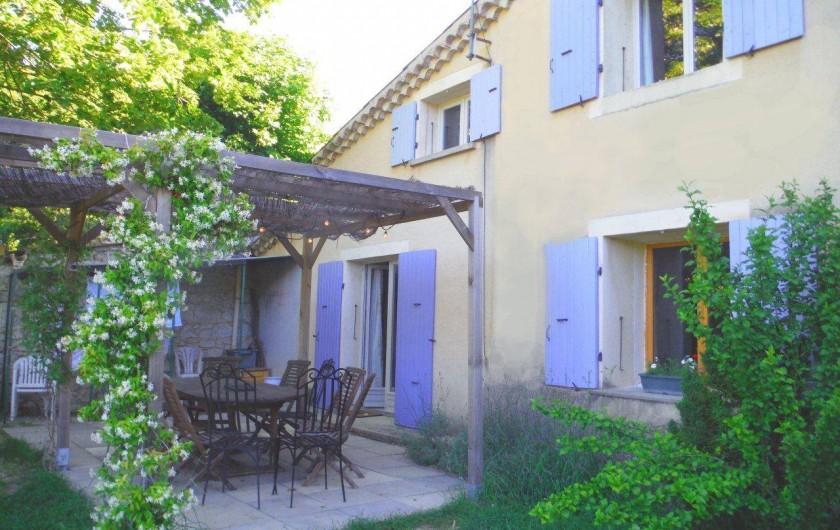 Location de vacances - Gîte à Mirmande - Le gîte et sa terrasse