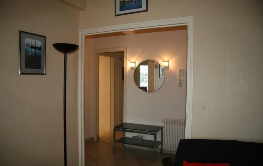 Location de vacances - Appartement à Arcachon - entrée donnant sur séjour