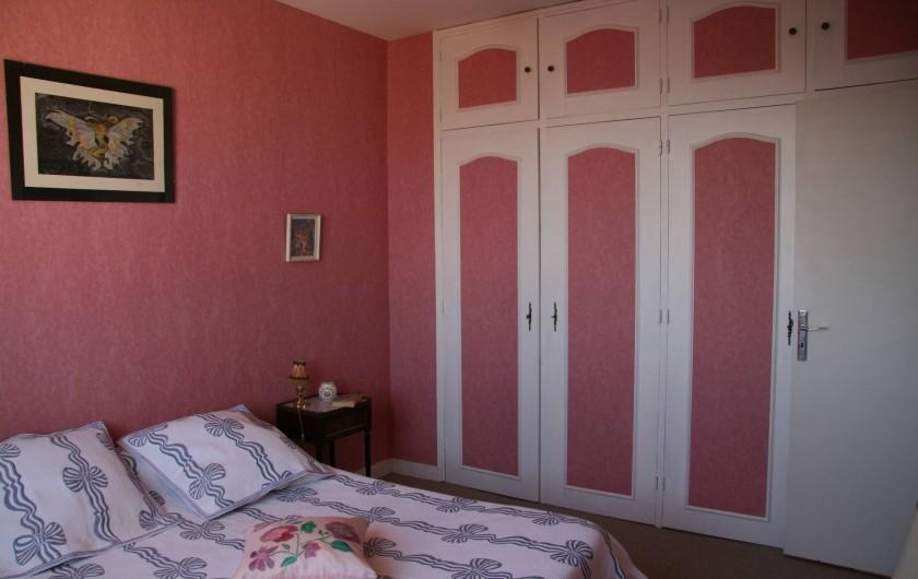 Location de vacances - Appartement à Arcachon - Chambre rose avec placards