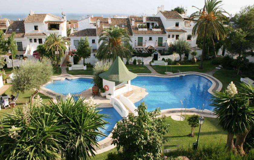 Location de vacances - Chalet à Marbella - vue sur les piscines