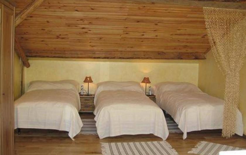 Location de vacances - Gîte à Xhierfomont - 2ème étage, 3 des 4 lits.  Au Vieux Noyer Stoumont