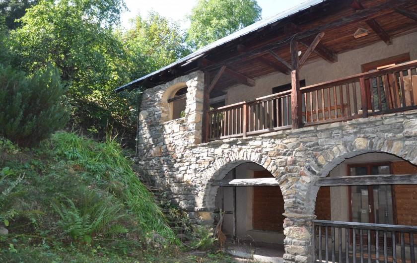 Location de vacances - Appartement à Puy-Saint-Vincent - la maison et ses arcades, le terrain sera reprofilé au printemps