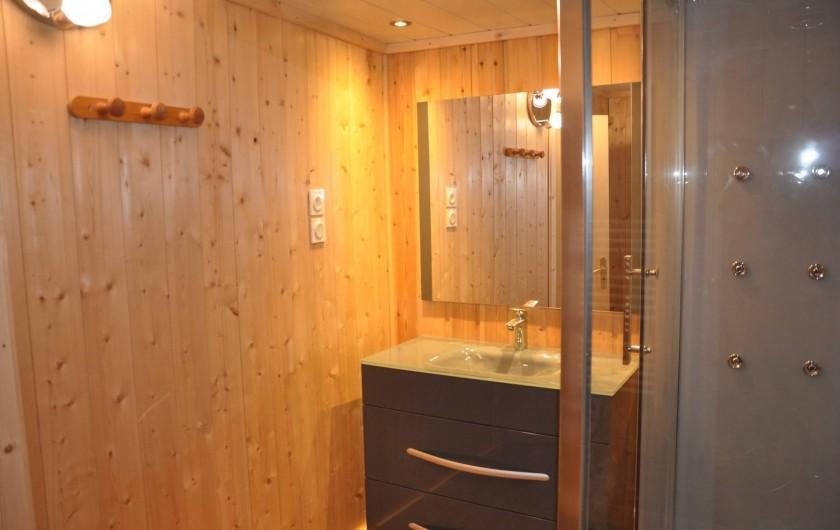 """Location de vacances - Appartement à Puy-Saint-Vincent - salle de bain et sa douche """"jets hydro massants"""""""