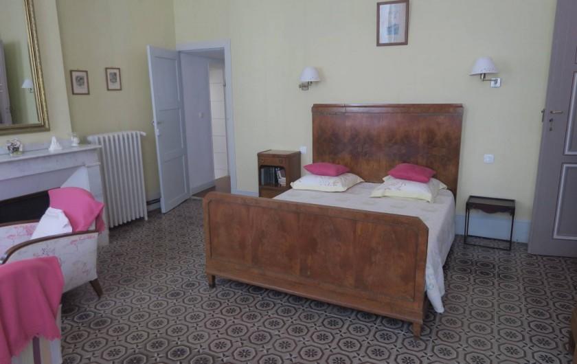 """Location de vacances - Chambre d'hôtes à Ouveillan - la chambre """"Pastel"""""""