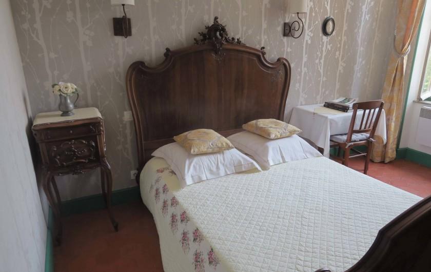 """Location de vacances - Chambre d'hôtes à Ouveillan - la chambre de """"Mamie"""""""