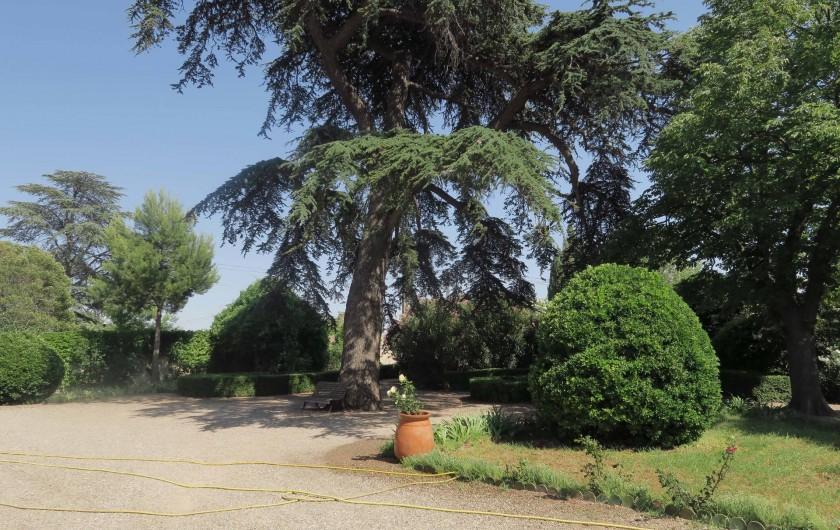 Location de vacances - Chambre d'hôtes à Ouveillan - la gloriette dans le jardin sud