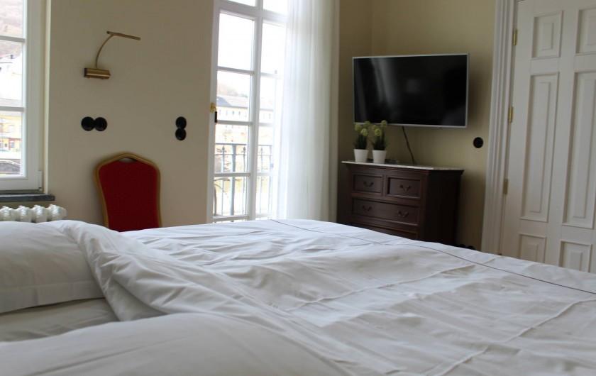Location de vacances - Appartement à Bad Ems - Chambre à coucher avec 2 lits et accès balcon