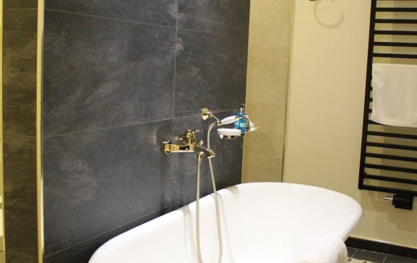 Location de vacances - Appartement à Bad Ems - Salle de bain avec baignoire rétro