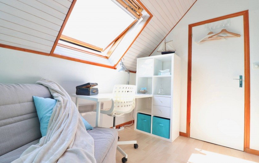 Location de vacances - Villa à Matignon - Chambre bleue 2e étage : lit d'appoint (90x200) avec bureau